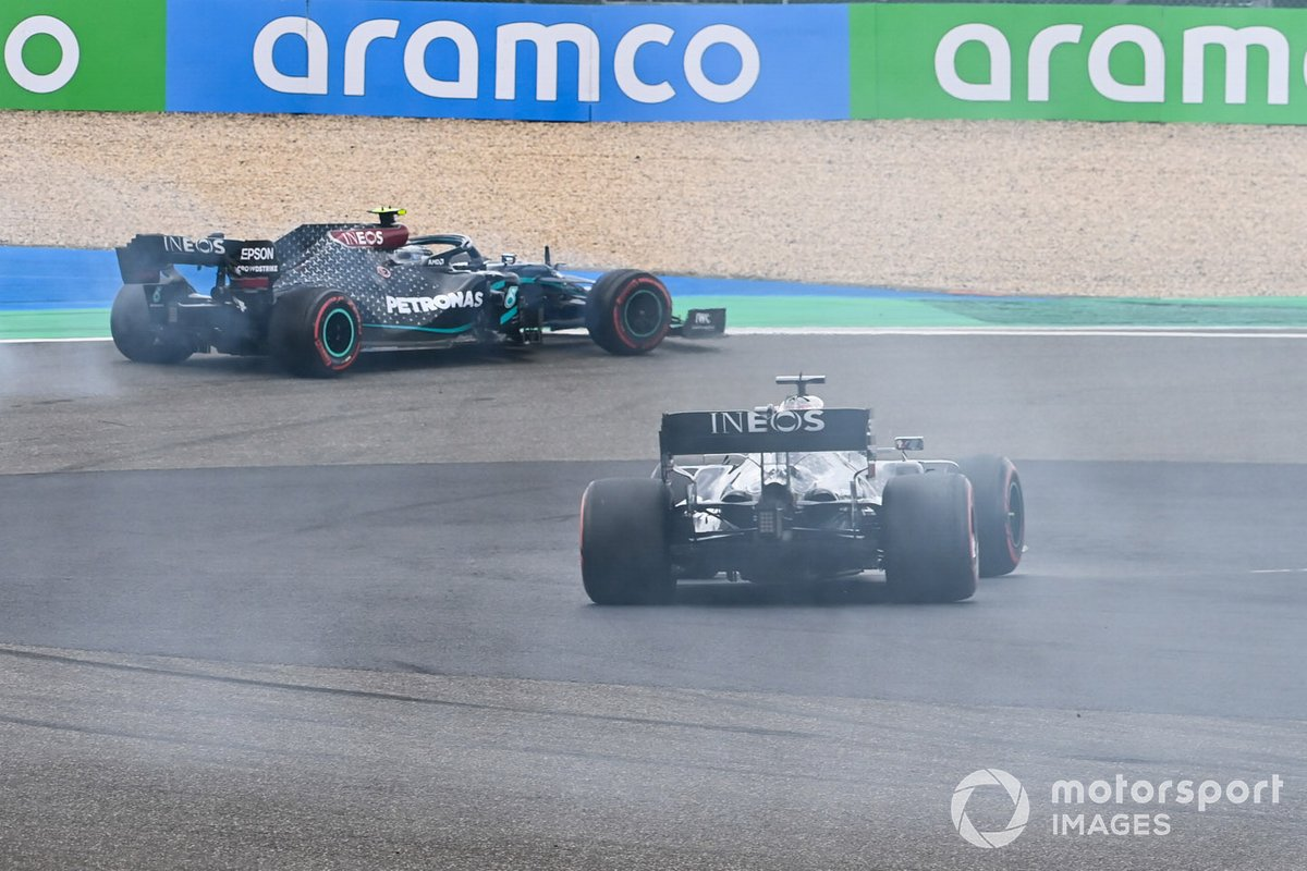 Valtteri Bottas, Mercedes F1 W11, pulls aside with smoke as Lewis Hamilton, Mercedes F1 W11, passes