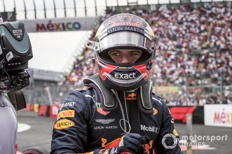 El ganador de la carrera Max Verstappen, Red Bull Racing celebra en parce ferme
