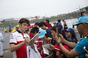 Charles Leclerc, Sauber signs autographs for fans