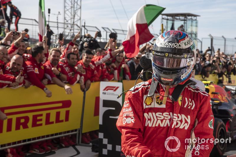 Kimi Raikkonen, Ferrari in parc ferme with his Ferrari mechanics