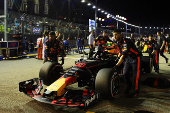 Max Verstappen, Red Bull Racing RB14 on the grid
