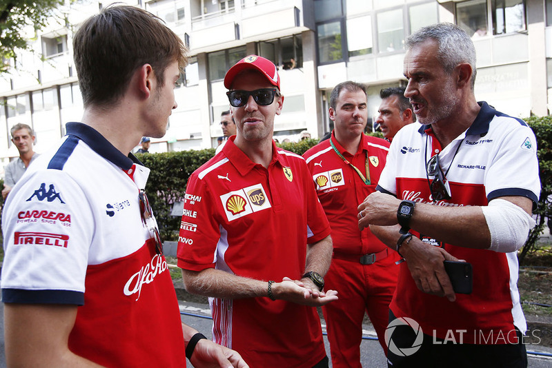 Sebastian Vettel menjajal mobil pada Selasa, Anda sempat berbincang dengan dia?