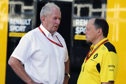 Dr. Helmut Marko, Red Bull Motorsport Consultor con Frederic Vasseur, Renault Sport F1 Team Racing D