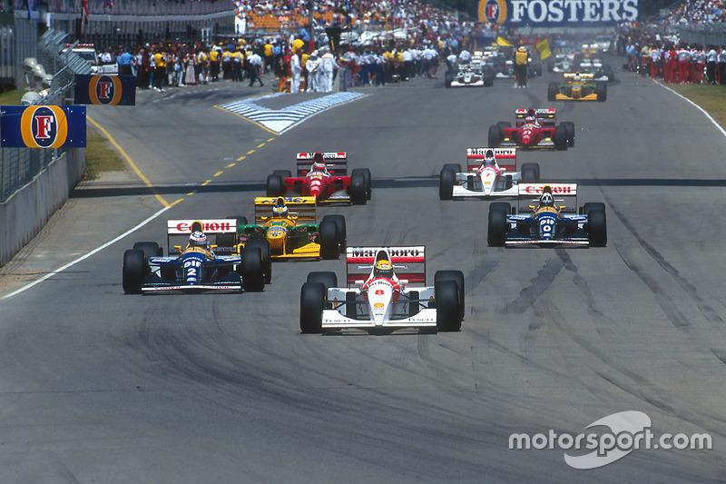 Ayrton Senna, McLaren lidera à frente de Alain Prost, Williams; Michael Schumacher, Benetton; Damon Hill, Williams; Gerhard Berger, Ferrari; Mika Hakkinen McLaren e Jean Alesi, Ferrari