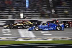 James Hinchcliffe, Schmidt Peterson Motorsports, Honda; Tony Kanaan, Chip Ganassi Racing, Chevrolet