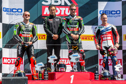 Podium Rennen 1: Sieger Jonathan Rea, Kawasaki Racing Team; 2. Tom Sykes, Kawasaki Racing Team; 3. N