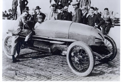 Race winner Tommy Milton, Frontenac