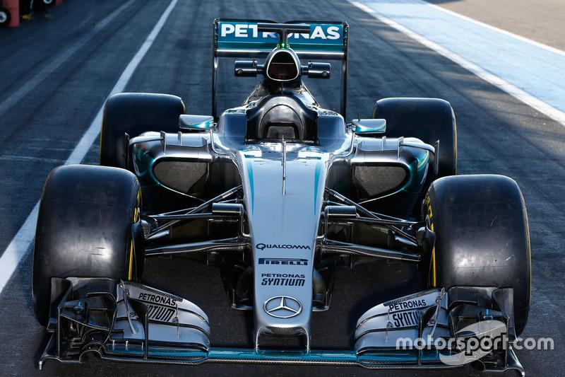 Mercedes AMG F1 W07 Hybrid з гумою Pirelli 2017