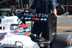 Williams FW38: ala posteriore