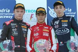 Podio Rookie Gara 1: il secondo classificato Petr Ptacek, Bhaitech, il primo classificato Gianluca Petecof, Prema Theodore Racing, il terzo classificato Umberto Laganella, Cram Motorsport