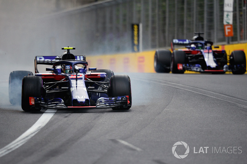 Pierre Gasly, Scuderia Toro Rosso STR13 bloque ses pneus pour éviter Brendon Hartley, Scuderia Toro Rosso STR13