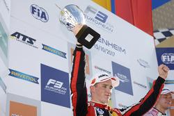 Podium: tweede Joel Eriksson, Motopark Dallara F317 - Volkswagen