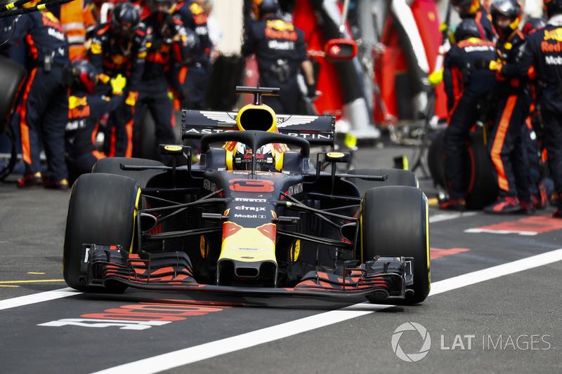 Даніель Ріккардо, Red Bull Racing RB14, залишає піт-лейн