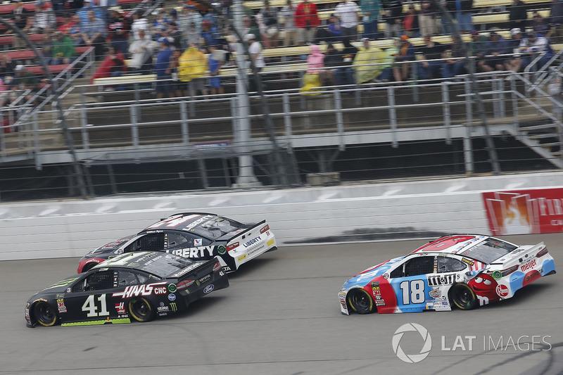 Kurt Busch, Stewart-Haas Racing, Ford Fusion Monster Energy / Haas Automation Kyle Busch, Joe Gibbs