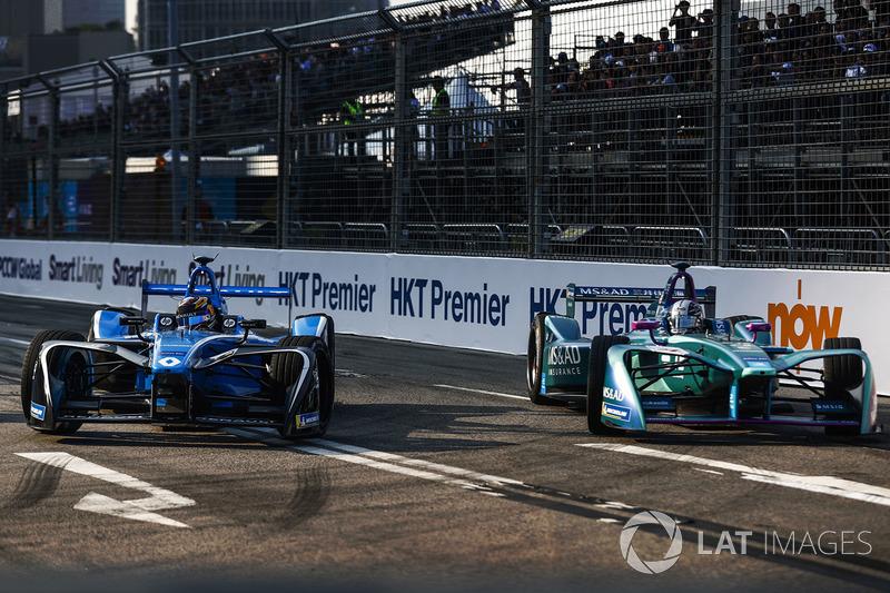 Sébastien Buemi, Renault e.Dams, leads Kamui Kobayashi, Andretti Formula E