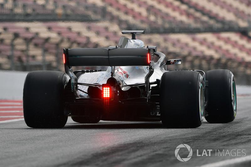 Lewis Hamilton, Mercedes-AMG F1 W09 con luces de LED en el alerón
