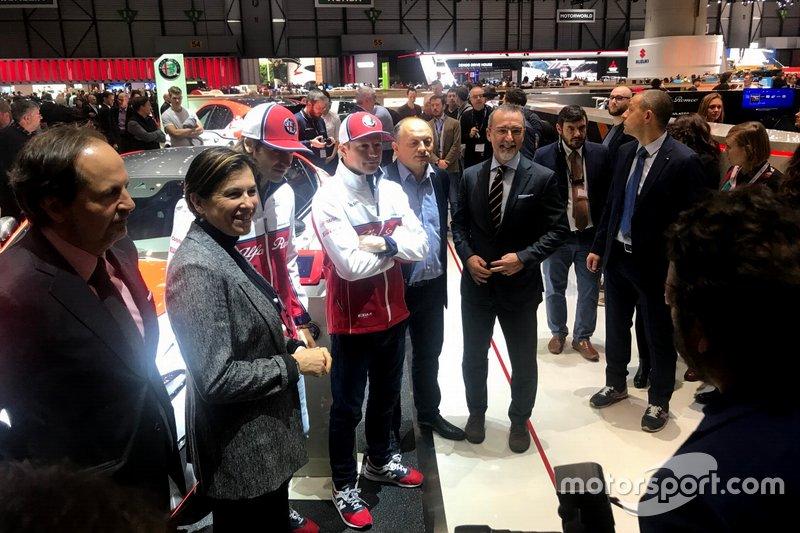 Antonio Giovinazzi, Kimi Raikkonen e Frederic Vasseur, Alfa Romeo Racing