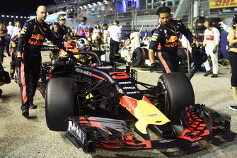 Daniel Ricciardo, Red Bull Racing RB14 op de grid
