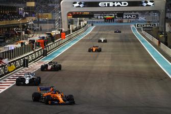 Fernando Alonso, McLaren MCL33, leads Lance Stroll, Williams FW41, Kevin Magnussen, Haas F1 Team VF-18, and Stoffel Vandoorne, McLaren MCL33