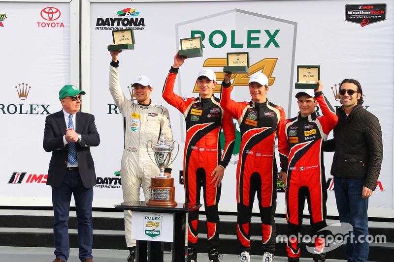 Podium PC: winnaars James French, Kyle Mason, Patricio O'Ward, Nicholas Boulle, Performance Tech Motorsports