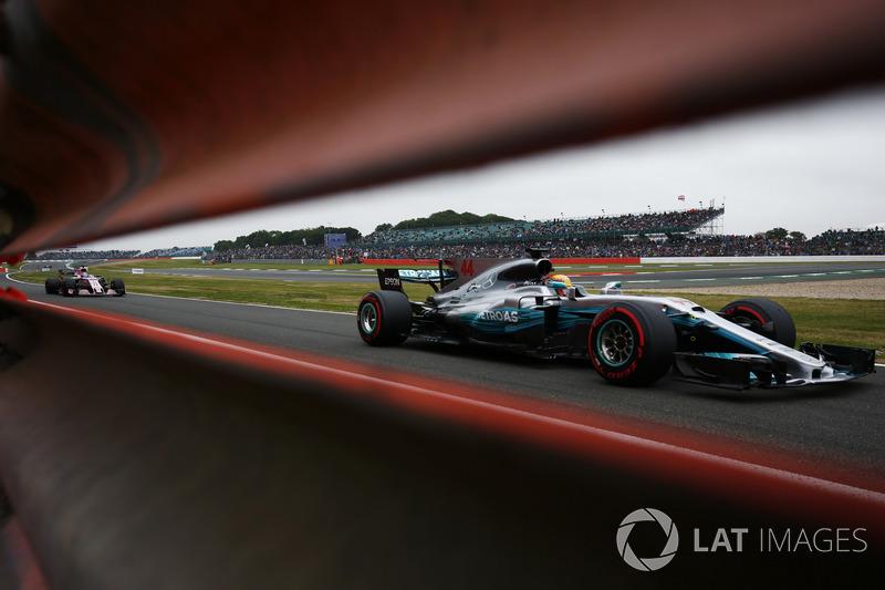 Lewis Hamilton, Mercedes AMG F1 W08, Sergio Pérez, Sahara Force India F1 VJM10