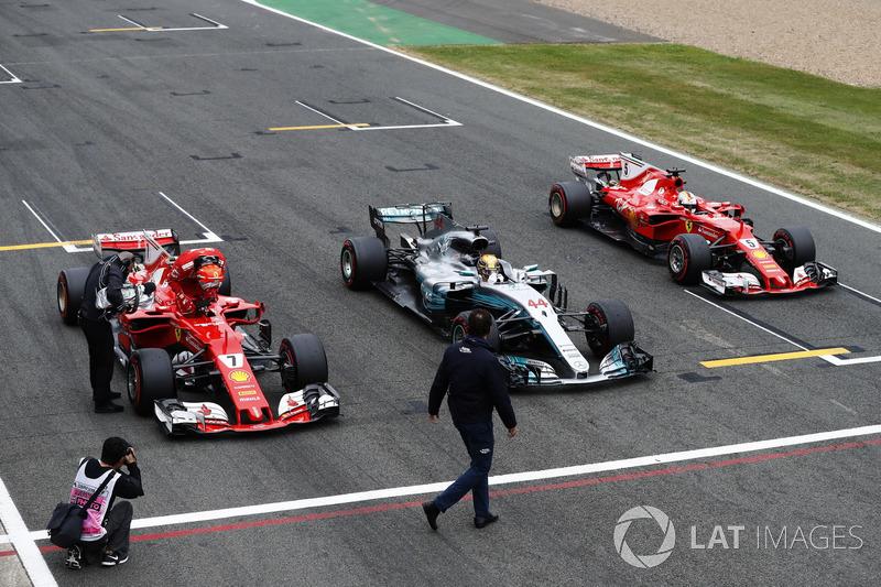 Pole Lewis Hamilton, Mercedes AMG F1, Kimi Raikkonen, Ferrari ve Sebastian Vettel, Ferrari