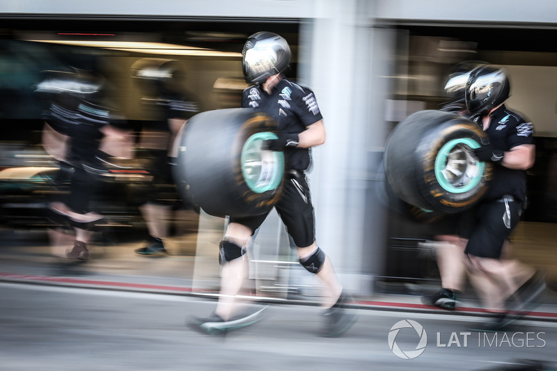 Boxenstopp-Training: Mercedes AMG F1