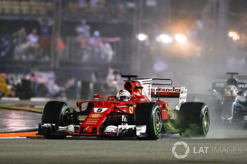 Brutal imagen con el agua saliendo del radiador del SF70H Vettel