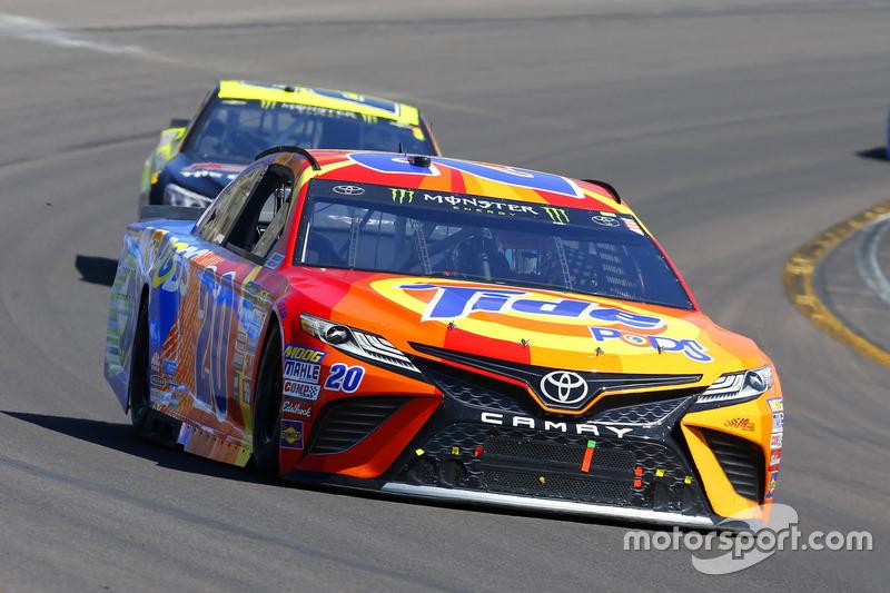 Matt Kenseth, Joe Gibbs Racing, Toyota; Paul Menard, Richard Childress Racing, Chevrolet