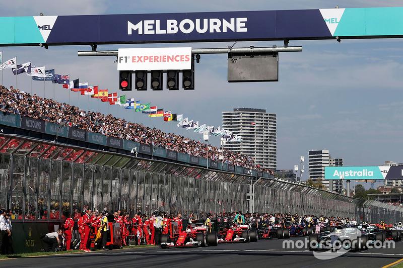 Pole sitter Lewis Hamilton, Mercedes AMG F1 W08