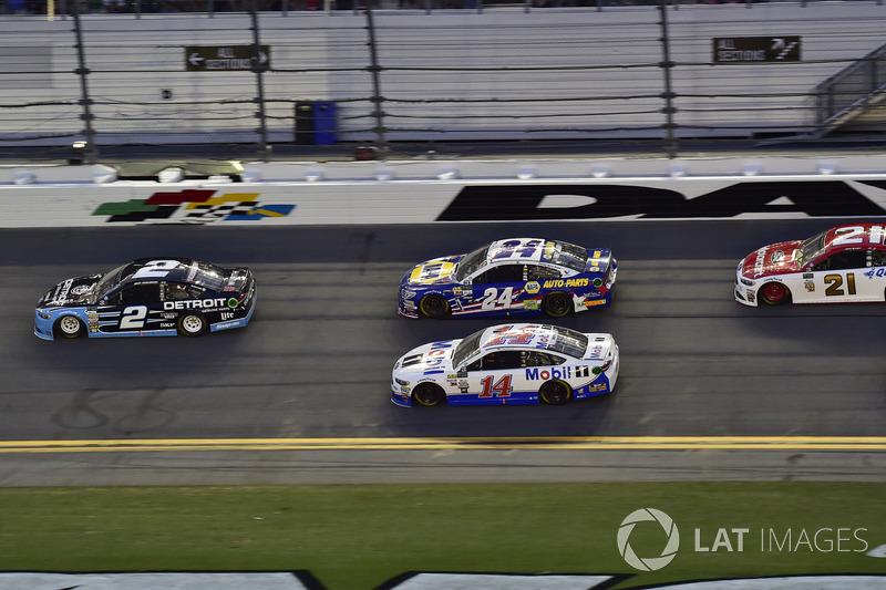 Brad Keselowski, Team Penske Ford, Clint Bowyer, Stewart-Haas Racing Ford, Chase Elliott, Hendrick Motorsports Chevrolet