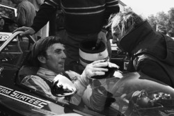 Derek Bell, Surtees TS7-Ford with team boss John Surtees
