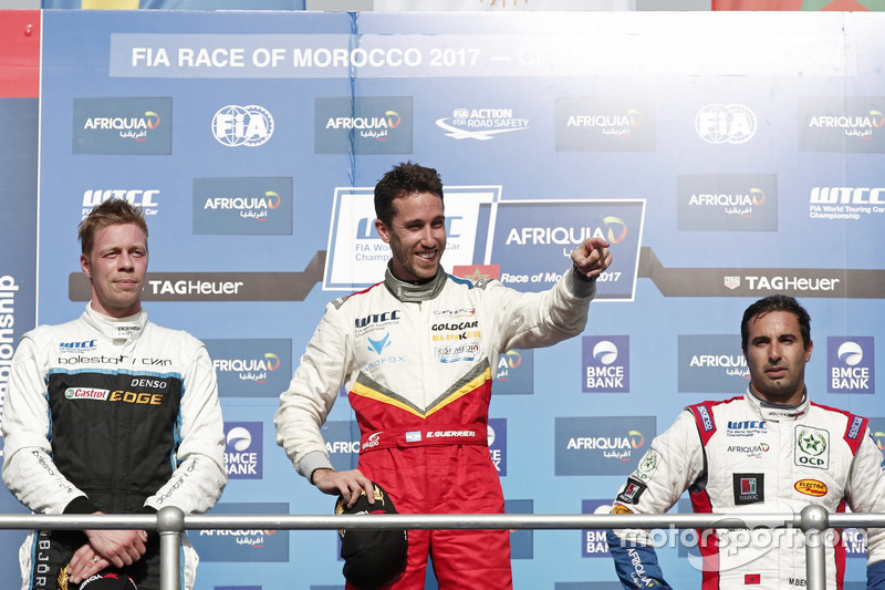 Podium: Race winner Esteban Guerrieri, Campos Racing, Chevrolet RML Cruze TC1, second place Thed Bjö