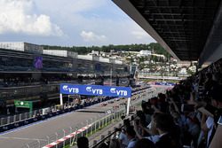 Grid before the start of the race