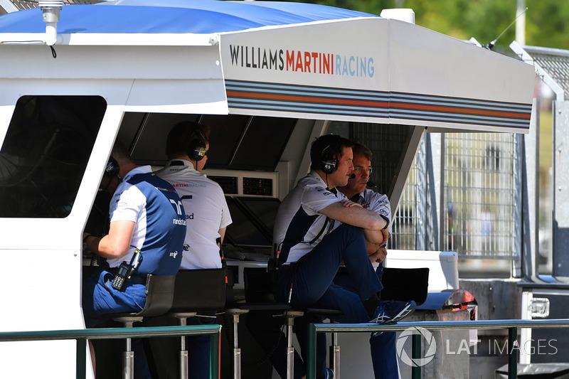 Rob Smedley, Williams Director de rendimiento del vehículo en el pórtico de la pared de pits