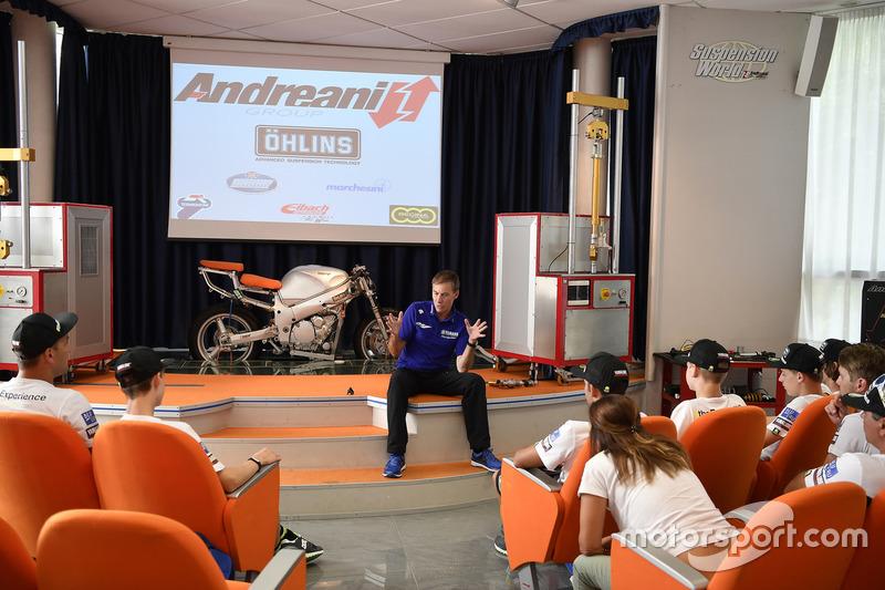 Керуючий директор Yamaha Motor Racing Лін Джарвіс, учасники четвертого Yamaha VR46 Master Camp в офісі Andreani Group