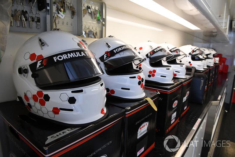 Helme: F1-Doppelsitzer