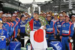 Takuma Sato, Michael Andretti, Andretti Autosport team owner Autosport Honda celebrates the win in Victory Lane with Japanese Flag