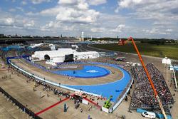 Lucas di Grassi, ABT Schaeffler Audi Sport, leads Felix Rosenqvist, Mahindra Racing, and Nick Heidfeld, Mahindra Racing