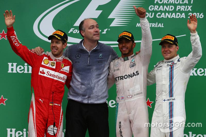 Podio: ganador de la carrera Lewis Hamilton, Mercedes AMG F1 W07, segundo lugar Sebastian Vettel, Scuderia Ferrari SF16-H y tercer lugar Valtteri Bottas, Williams Martini Racing FW38