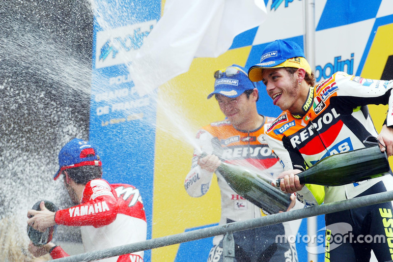 2002: 1. Valentino Rossi, 2. Tohru Ukawa, 3. Max Biaggi