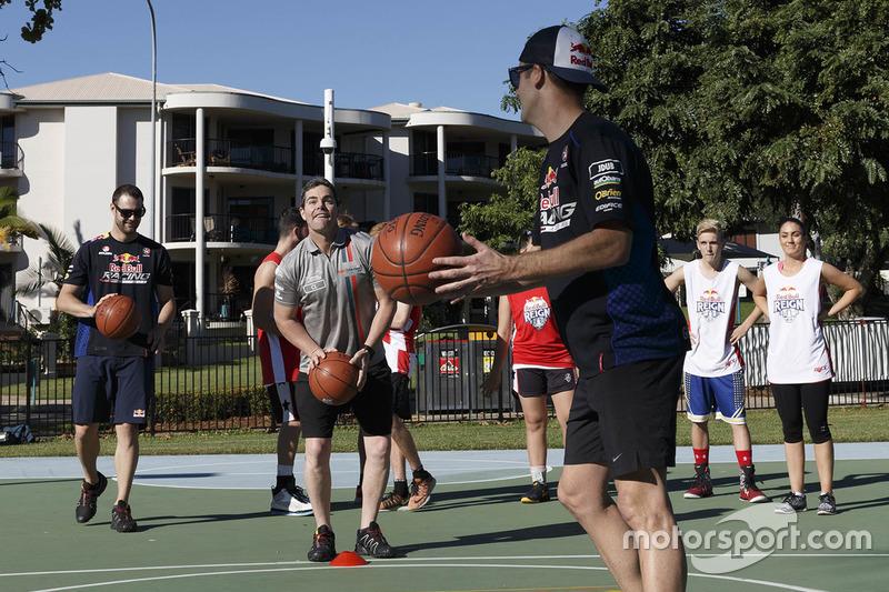 Beim Basketball: Jamie Whincup, Triple Eight Race Engineering, Holden; Shane van Gisbergen, Triple E