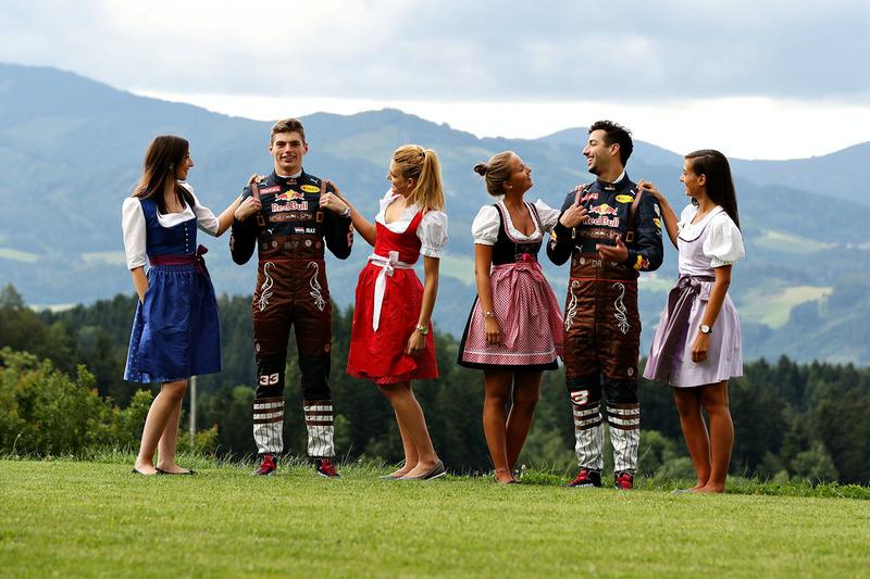 Daniel Ricciardo, Red Bull Racing; Max Verstappen, Red Bull Racing; Formula Una Girls