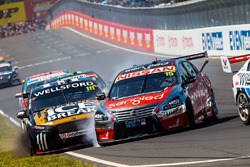 Chris Pither, Richie Stanaway, Super Black Racing Ford and Rick Kelly, Russell Ingall, Nissan Motorsports crash