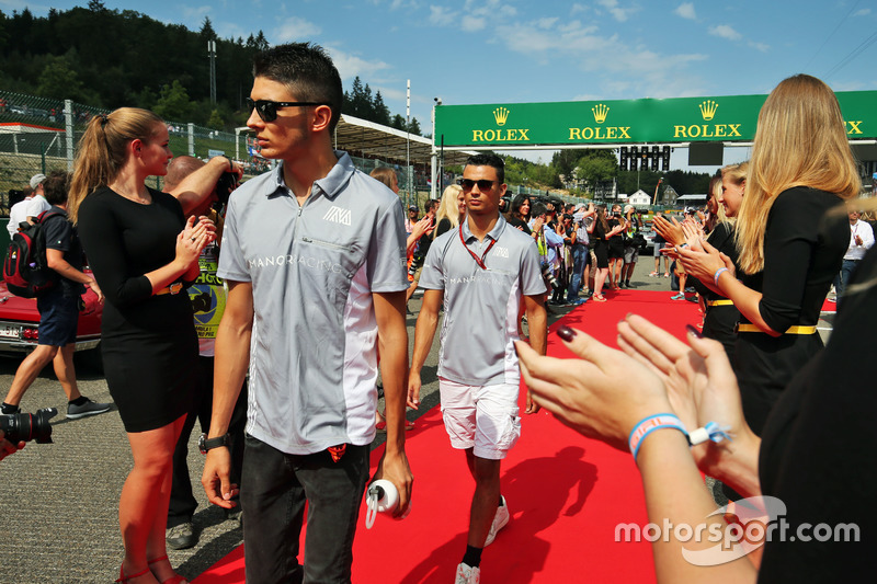 Pascal Wehrlein, Manor Racing e il compagno di squadra Esteban Ocon, Manor Racing nella sfilata dei