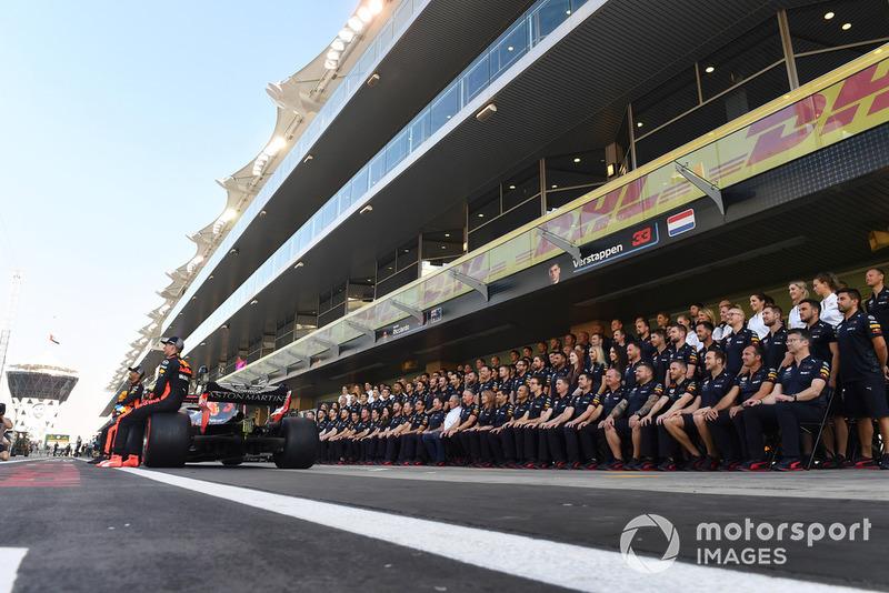 Групповое фото команды Red Bull Racing