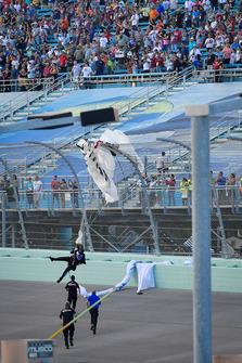Paracadutista nel pre-gara