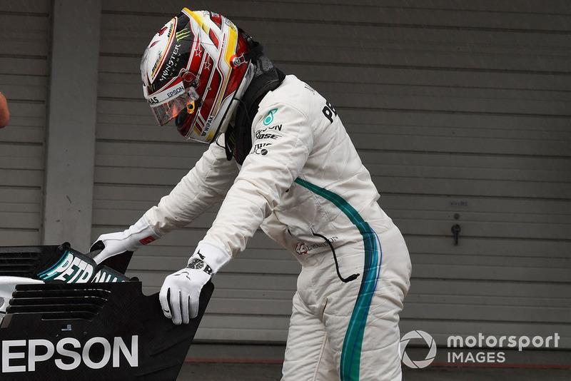 El autor de la pole position Lewis Hamilton, Mercedes-AMG F1 W09