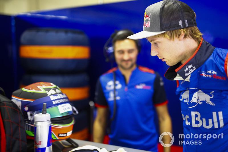 Brendon Hartley, Toro Rosso, views a birthday message on his helmet visor