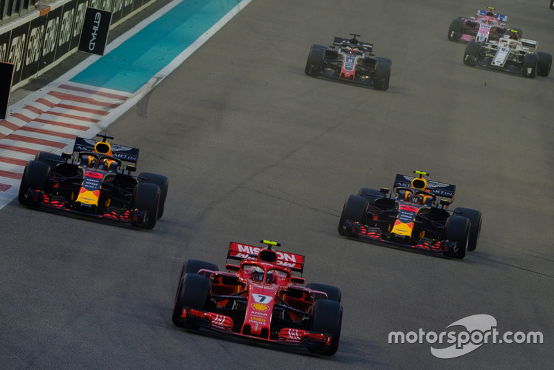 Daniel Ricciardo, Red Bull Racing RB14, Kimi Raikkonen, Ferrari SF71H, Max Verstappen, Red Bull Racing RB14